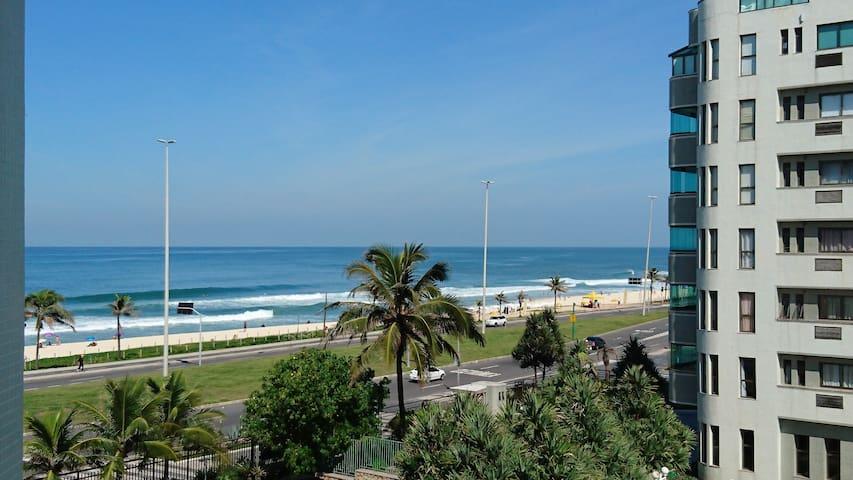 Ap em frente ao mar. Praia da Barra