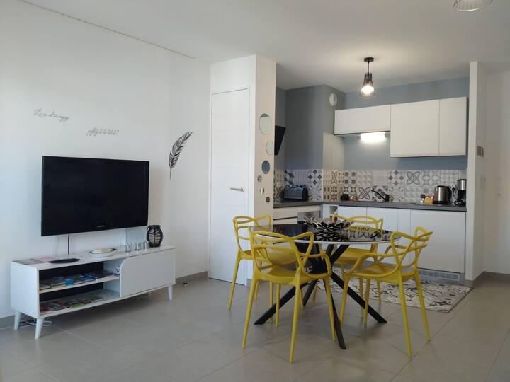 Appartement 34 m² et pkg privé proche Genève