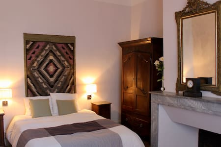 Le Tarn (25m2) is a cosy room at the first floor on the north side of the house overlooking the meadow.
