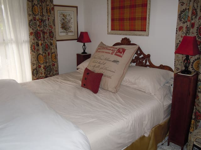 The Patsy Suite with a King Bed