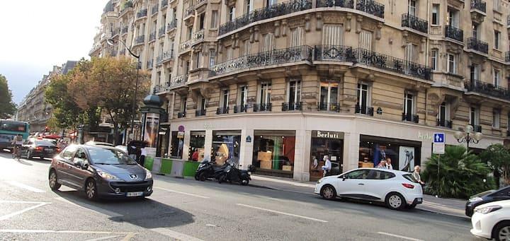 very nice room very wel located ,Heart of paris
