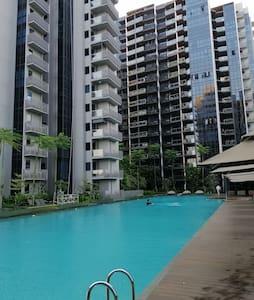 5分钟到湖畔地铁站(lakeside mrt) 豪华装修私人公寓长短期出租 超大泳池+儿童泳池+健身