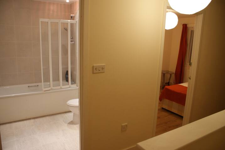 En-suite rooms with kitchenette,20mins fromCentral - Barking