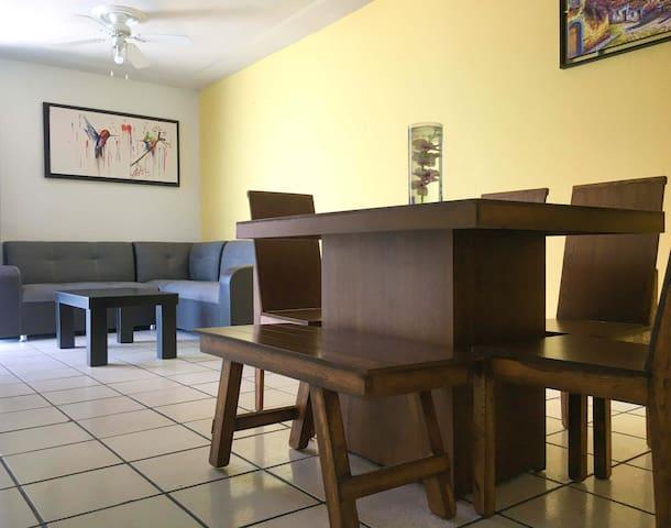 Casa completa Colibrí - Cómoda, privada y limpia.