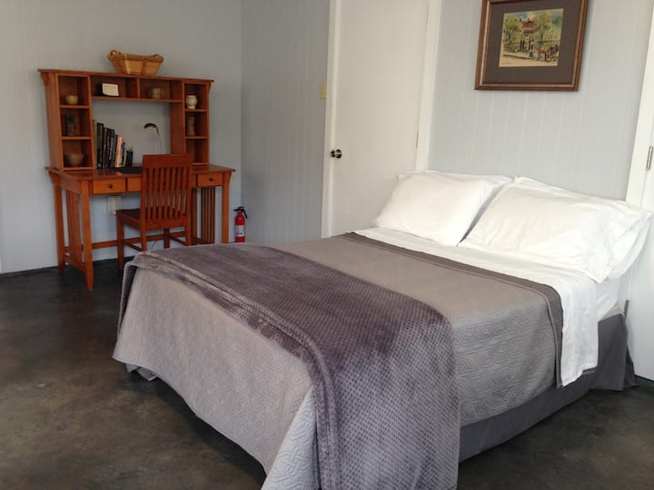Private Guest House in Metairie-30 day minimum