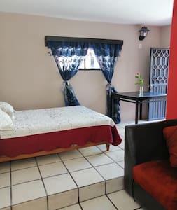 "Casa Flores - Departamento ""Azucena"""