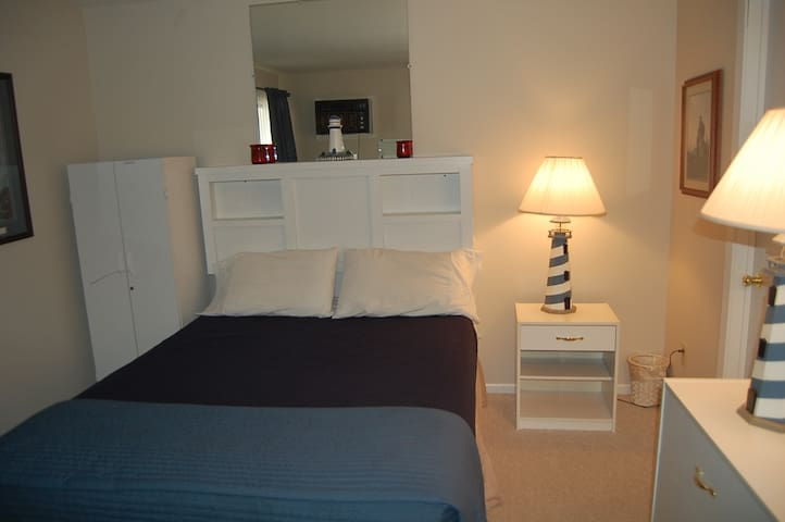 Recently remodeled 1 Quen Bed 2 Sofa Beds Unt # 13
