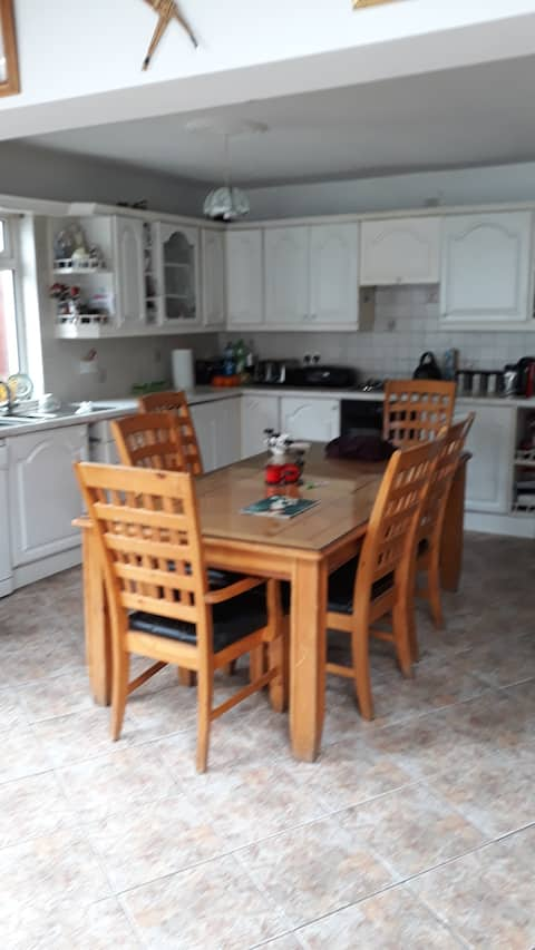 Pleasant rooms near the sea and mountains in Bray