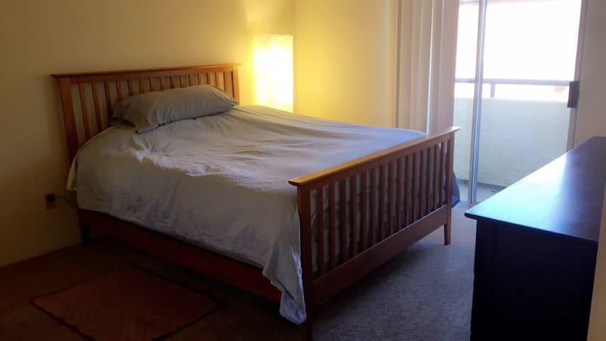 Private room/bath 2 floor townhouse Near VA/LLUMC - Loma Linda