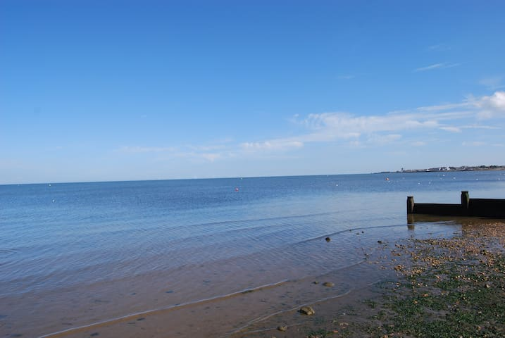 Double Room on Private Seaside Estate - Seasalter - House