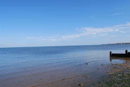 Double Room on Private Seaside Estate - Seasalter