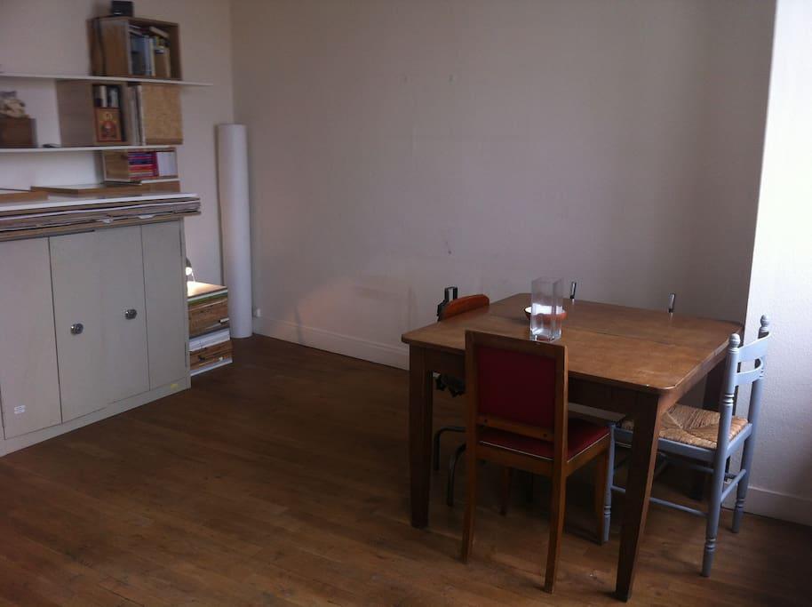 Espace salle a manger/bureau