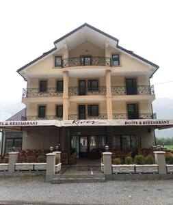 Hotel River 04