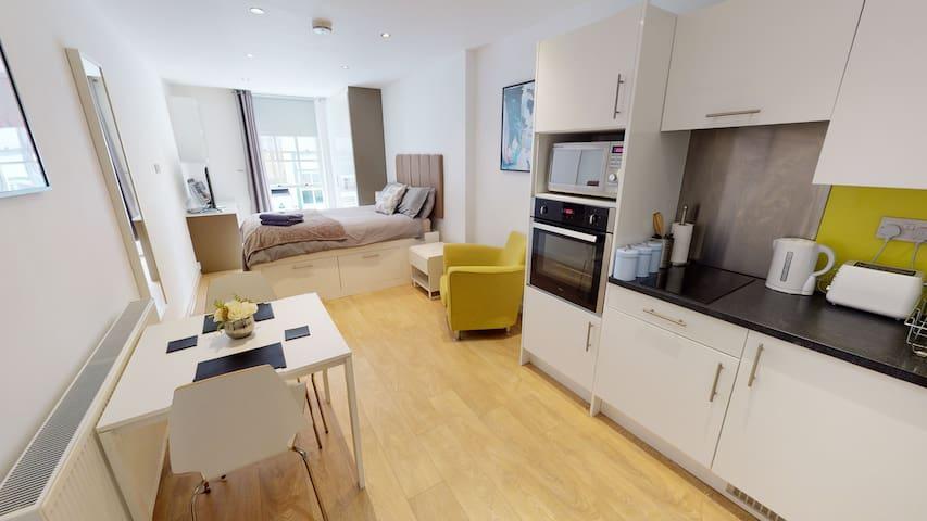 Beautiful studio apartment in central location