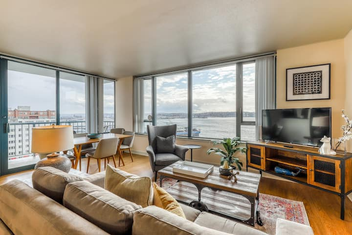 Charming suite w/shared pool, hot tub & sauna - 2 blocks from Pike Place Market!