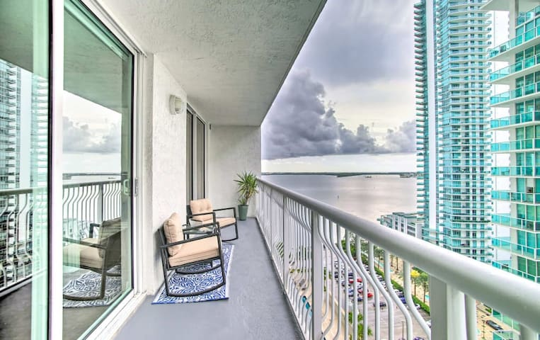 *NEW! Downtown Miami Condo @2BEDROOM , with POOL*