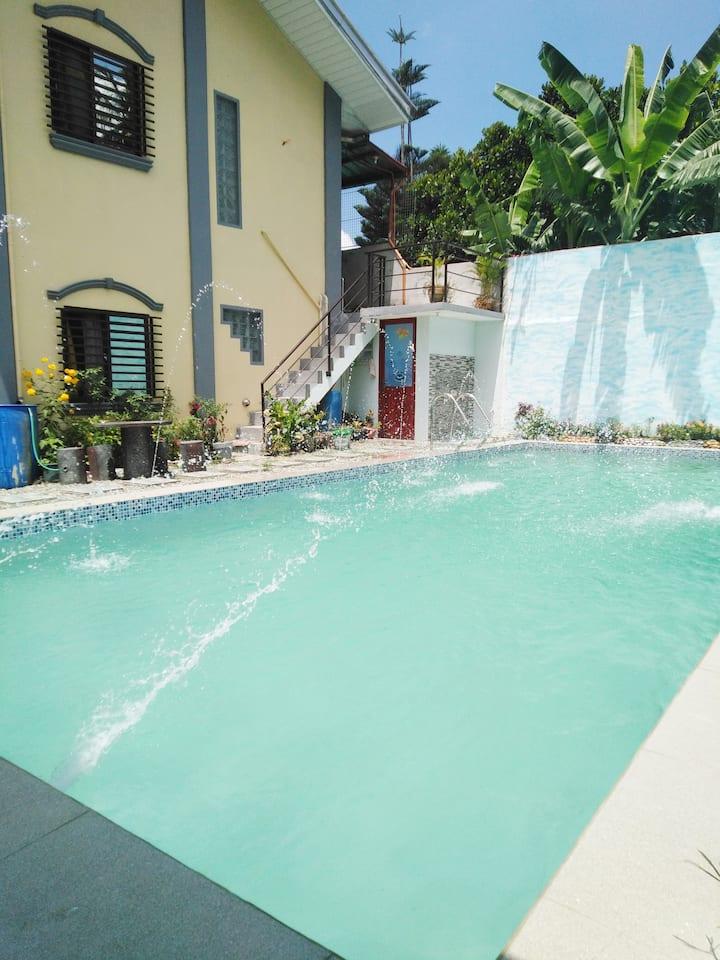 Tagaytay Staycation  with Pool Good Location