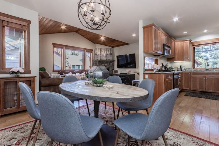 Luxurious 3BD/3BA Updated Townhome; Fees Included!