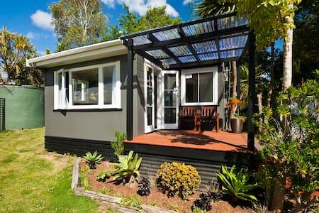 Kereru Cottage - Glenbervie - Casa