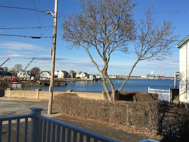 Charming Private Home With Unobstructed Water View - Salem - Casa