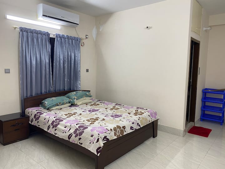 Entire furnished apartment in the center of Dhaka