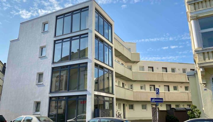 zentrale 1-Zimmer-Wohnung,  Küche, WLAN, PKW-Stpl.