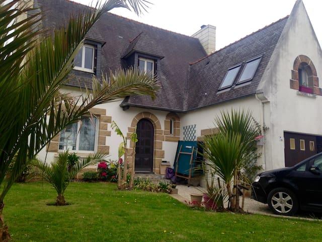 Maison spacieuse à l'Hôpital Camfrout - Hôpital-Camfrout - บ้าน