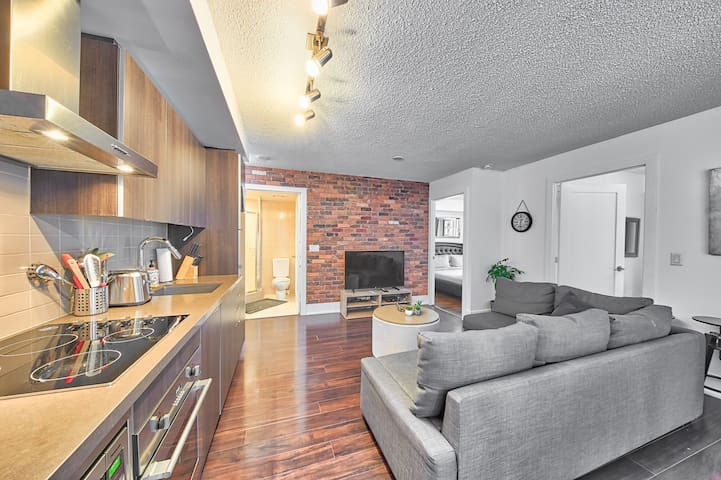 3 Bed 2 Bath + Parking - MTCC, Jays, CN Tower