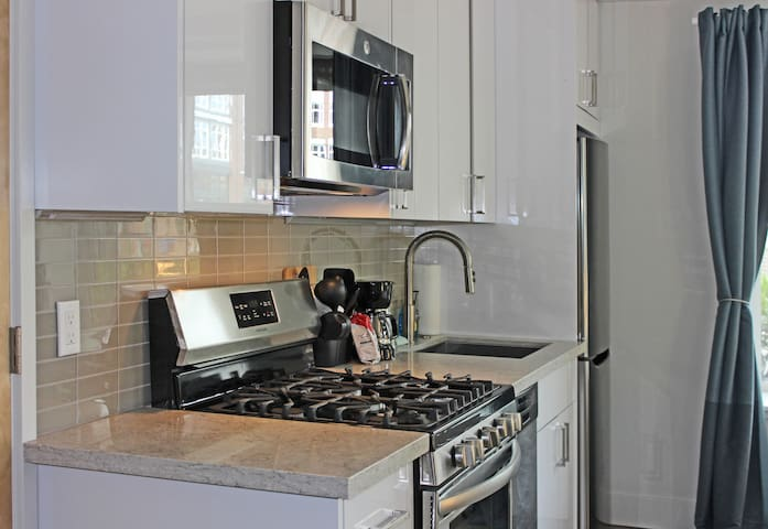 This darling studio features stainless steel appliances including a four-burner gas range, dishwasher and refrigerator/freezer combo!