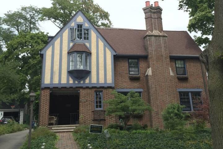 Large Tudor home near campus and arboretum