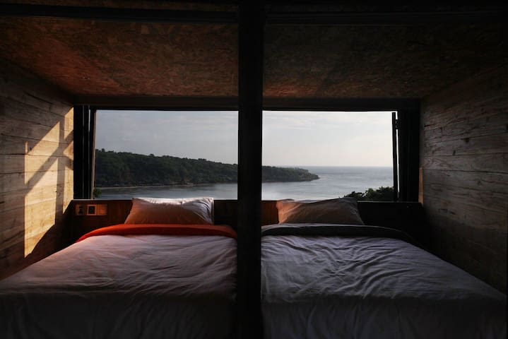 Bong Hostel, Bong box bed