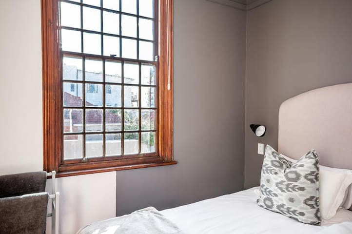 Beautiful Double Room in Green Point