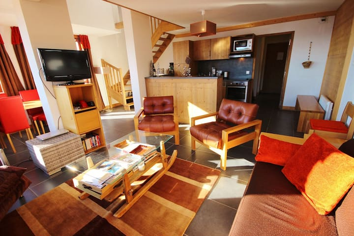 Nice and spacious 4 rooms apartment for 10 people with panoramic view in a residence with swimming pool and sauna
