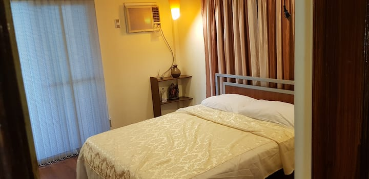 1BR Queen Bed w/ Balcony Unli WIFI in Shared House