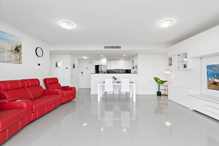 NEW LISTING 2bed Apartment located 10mins from CBD