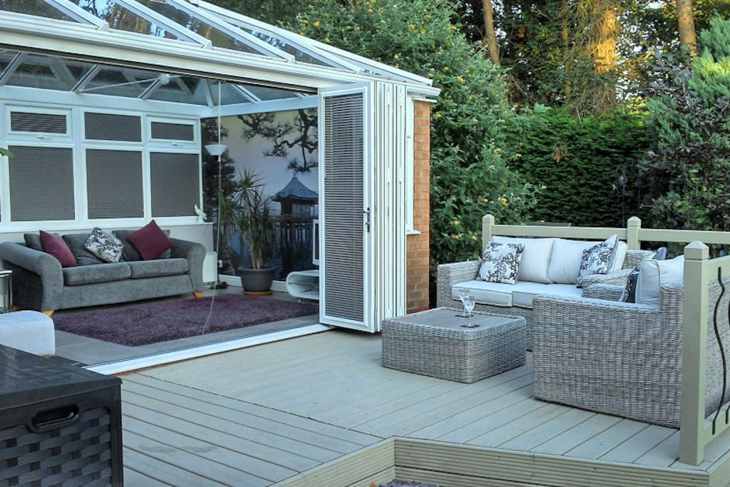 Shared conservatory with bi-fold doors and tv