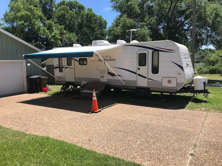 26 Ft Camper in Pensacola FL. Has 1 parking spot