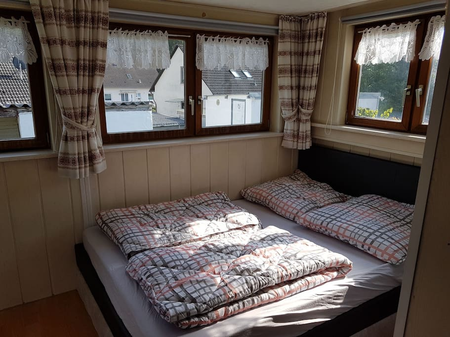Schlafzimmer  Bett (140X200)