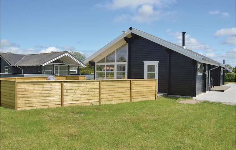 Holiday cottage with 3 bedrooms on 93 m² in Hemmet