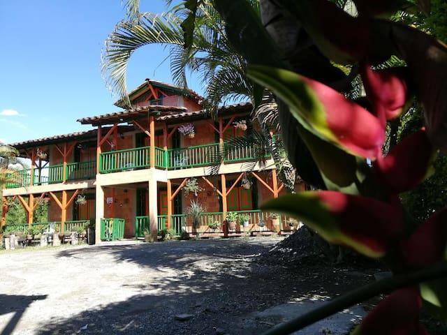 Finca Hotel Villa Mariana (cerca parque del café)