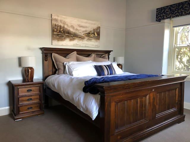 Bedroom 1- King bed