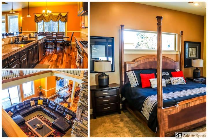 Large, Luxurious McCall Cabin, Hot Tub , Sleeps 19