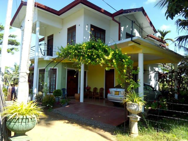 Diyawara Home Stay - Anuradhapura