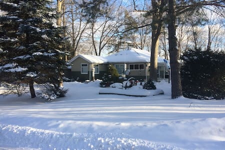 Lake Simcoe/Big Bay Point/Friday Harbour Cottage - Innisfil