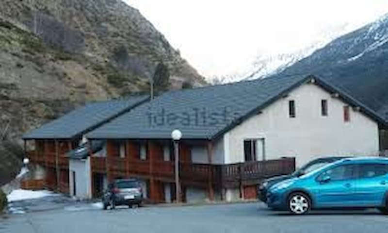 Sleeps 4  Andorra 1/4hr Med Coast & Barcelona 2hrs