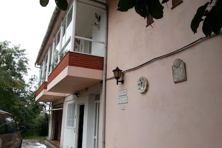 Chalet acogedor y muy espacioso - Ponteareas