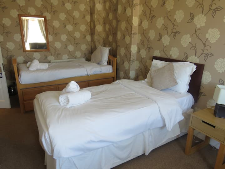 Triple room @The Queens Arms Hotel