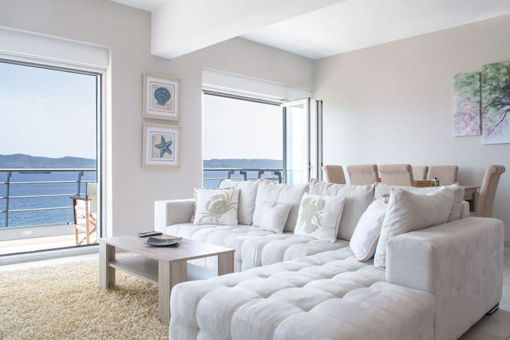 ★ 5-star sea view apt on the 4th floor ★