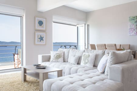 ★ 5-star sea view apt on the 4th floor ★