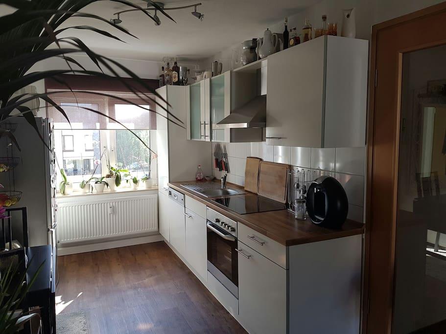 Küche, incl. Spülmaschine, Herd, Kühlschrank